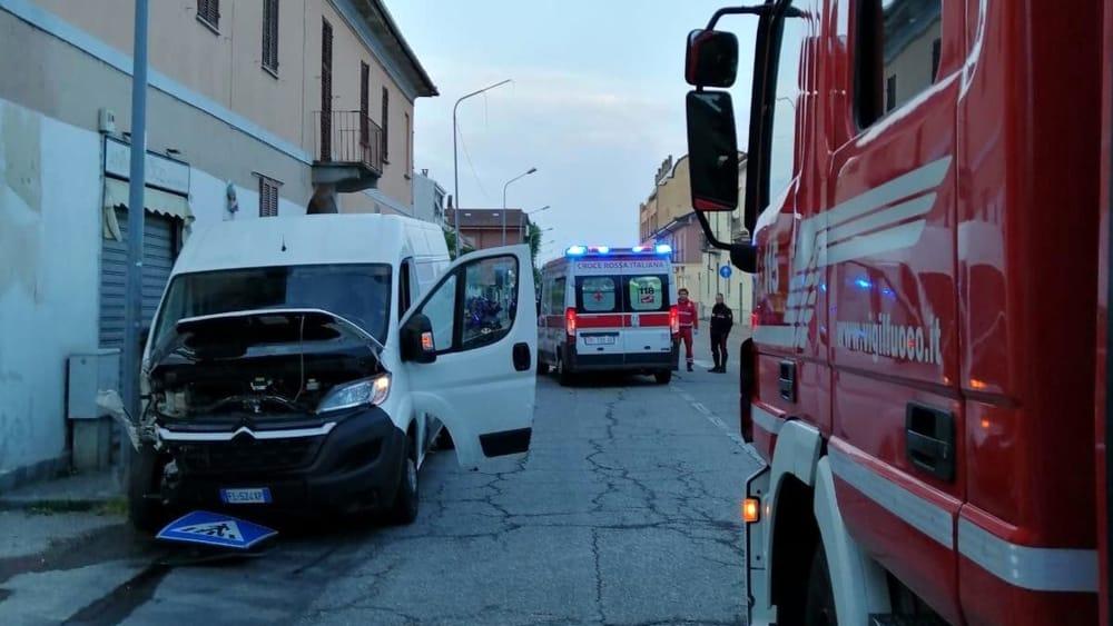 incidente furgone ambulanza vigili del fuoco-2