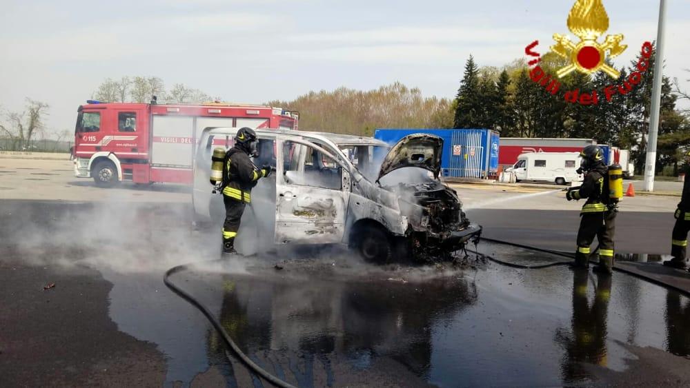 incendio furgone a4 autostrada (2)-2