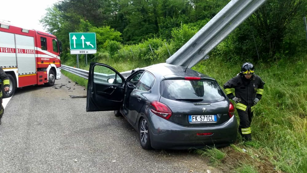 incidente a26 auto guard rail-2