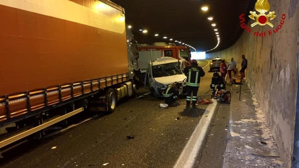 incidente autostrada auto contro camion morti (1)-2