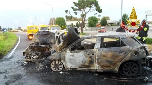 incidente incendio auto vigili del fuoco (1)-2