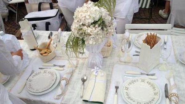 Arona: a luglio torna l'appuntamento con la Cena in bianco