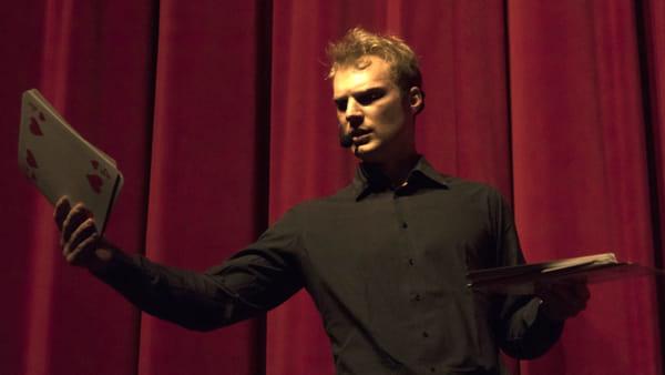 Teatro: spettacolo di magia al Faraggiana con Mago Geko