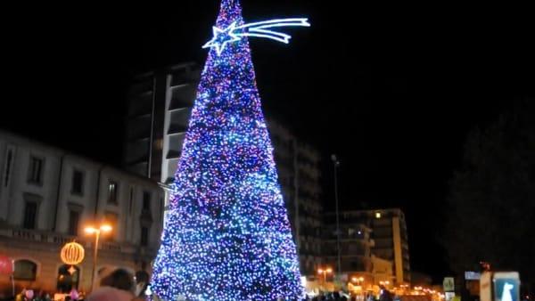 Cerimonia di accensione dell'albero di Natale ad Arona