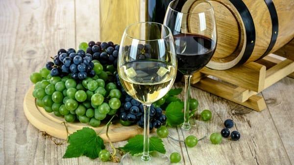 La piazzetta del gusto: vini e sapori in Castello a Carpignano Sesia