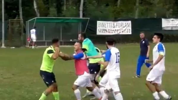 Video   Maxi rissa a fine partita, finisce a botte tra Oleggio Castello e Virtus Villadossola