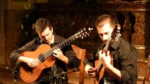 Un Paese a sei corde: a Ferragosto musica a Boleto con il Duo Eterna